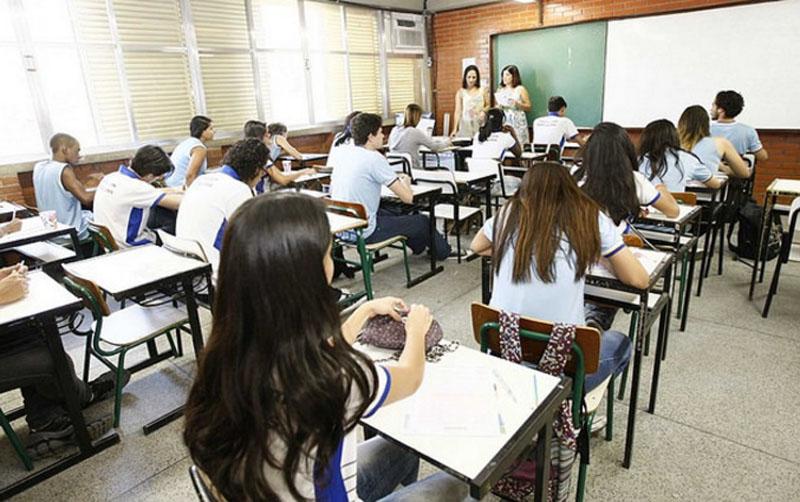 Propaganda do MEC esconde erros e omissões da reforma do ensino médio