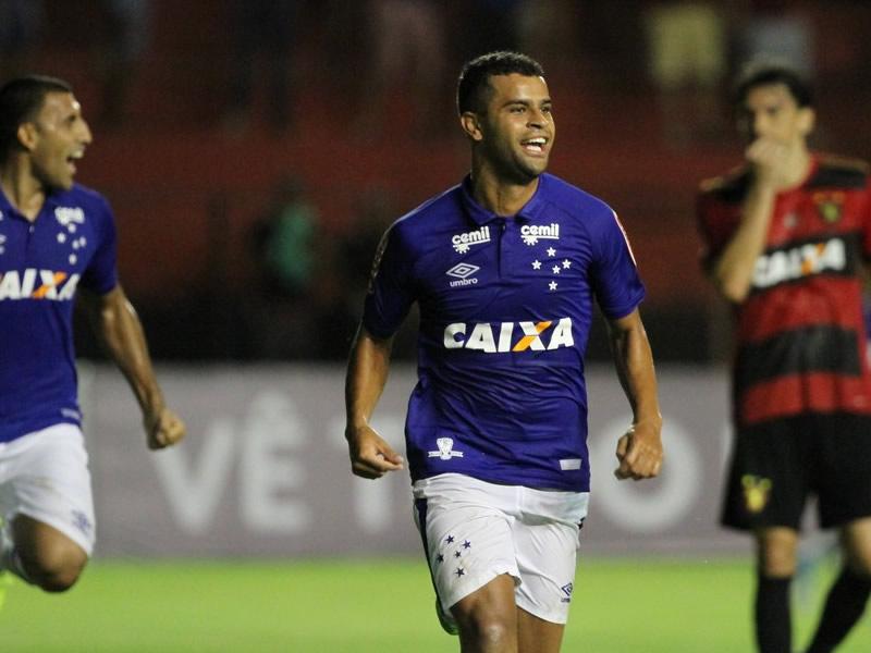 Alisson é o destaque do Cruzeiro no empate com o Sport, no Recife