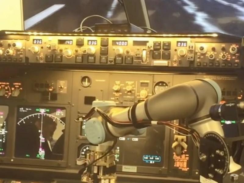 Robô comanda com sucesso pouso de voo simulado de Boeing 737