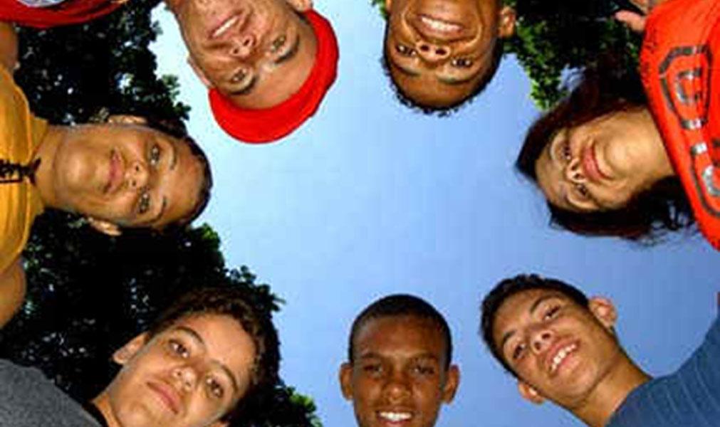Projeto discute juventude e política com estudantes