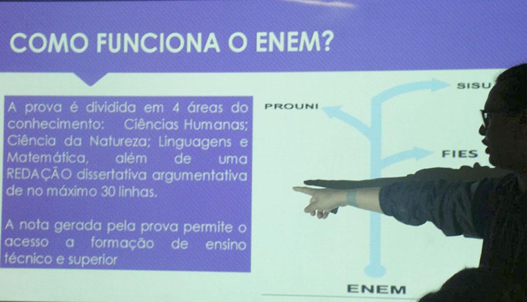 Universitários debatem a importância do Enem com estudantes do Ensino Médio