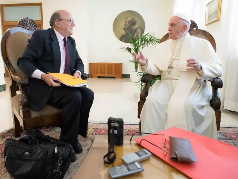 Papa diz que conversas com a China vão bem e que diálogo vale o risco