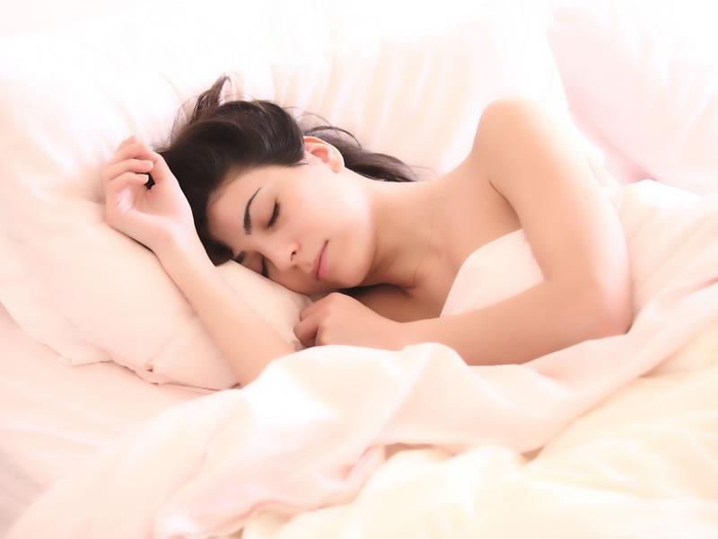 /17831bemestar1601_mulher-dormindo-cama.jpg